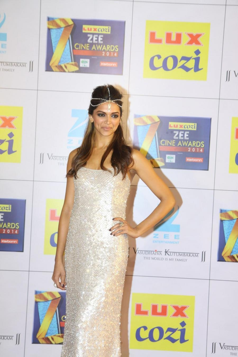Deepika Padukone Images At Zee Cine Awards In White Gown