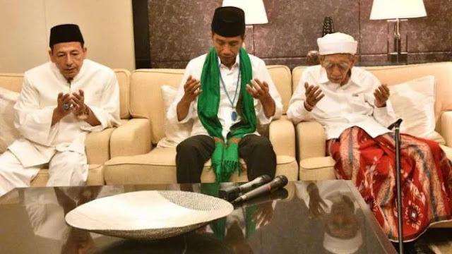 Selain Hadiah, Jokowi Juga Didoakan Habib Luthfi dan Mbah Moen