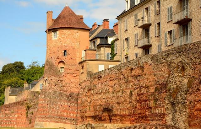Romeinse stadsmuur van Cité du Plantagenet Le Mans