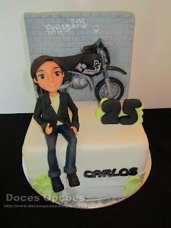 Bolo de aniversário com o Carlos e a sua moto