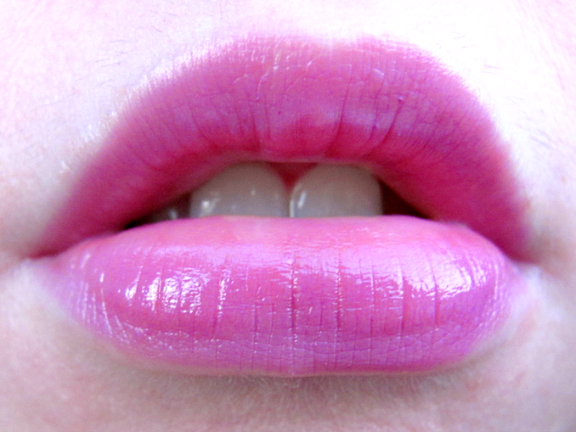 maybelline-color-sensational-vivids-lipstick-brazen-berry-lip-swatch