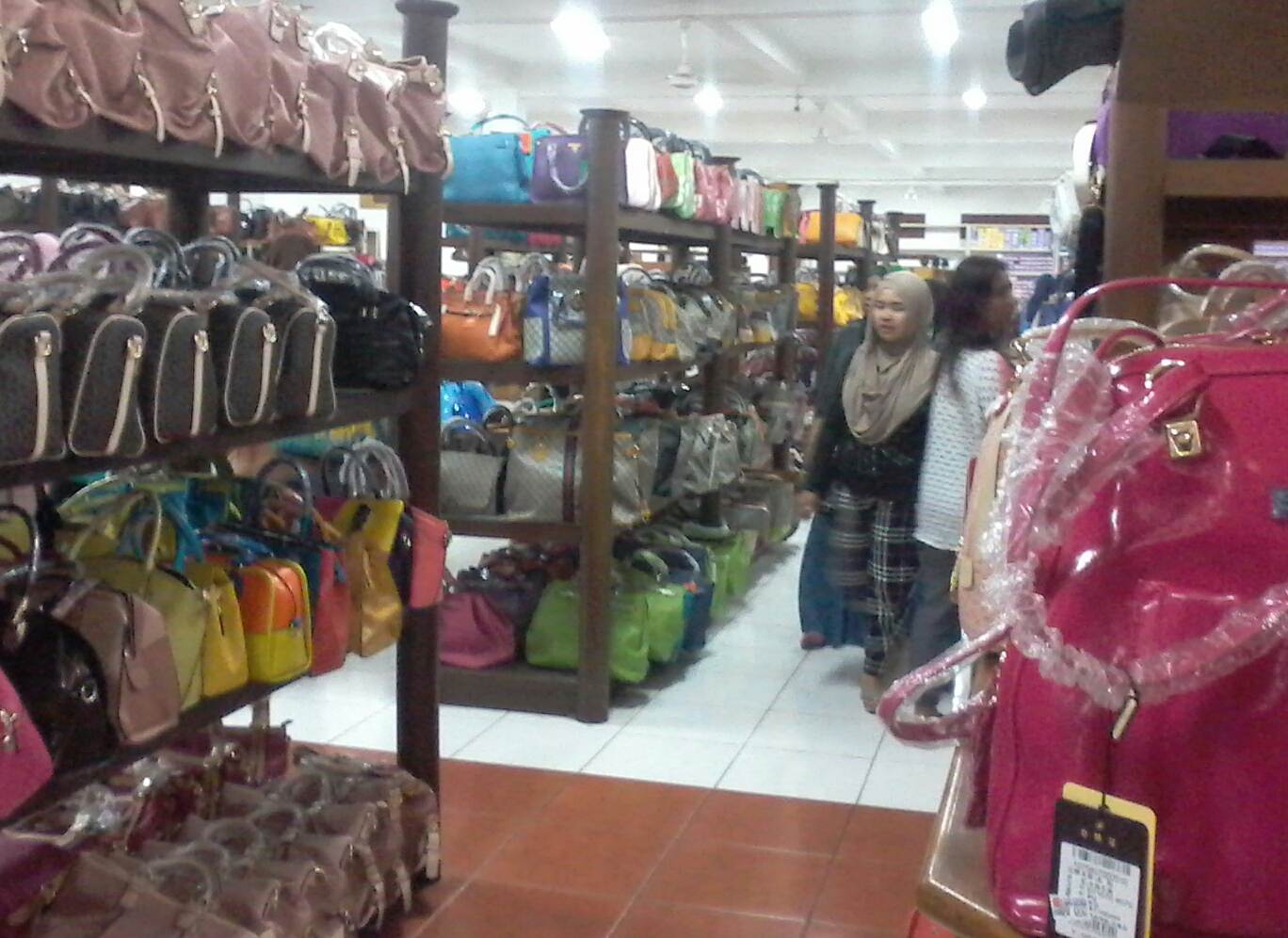 travelplusindonesia  Di SKI Tas Tajur Katulampa 01102d510a