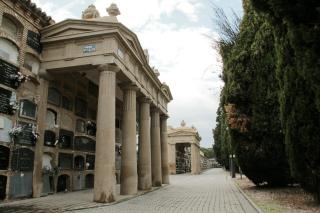 Arte funerario en Zaragoza: Manzanas de nichos a perpetuidad.