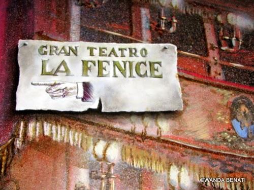 Venezia, antica insegna per il Teatro La Fenice