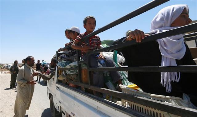 Los civiles huyen de Manbij de Siria (Reuters)