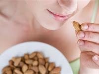 Rutin Makan Almond Bikin Awet Muda