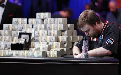 sebagian pemain hanya memikirkan kemenangan Info Cara Menang Dan Menjadi Raja Di Meja Poker Domino Online KipasQQ