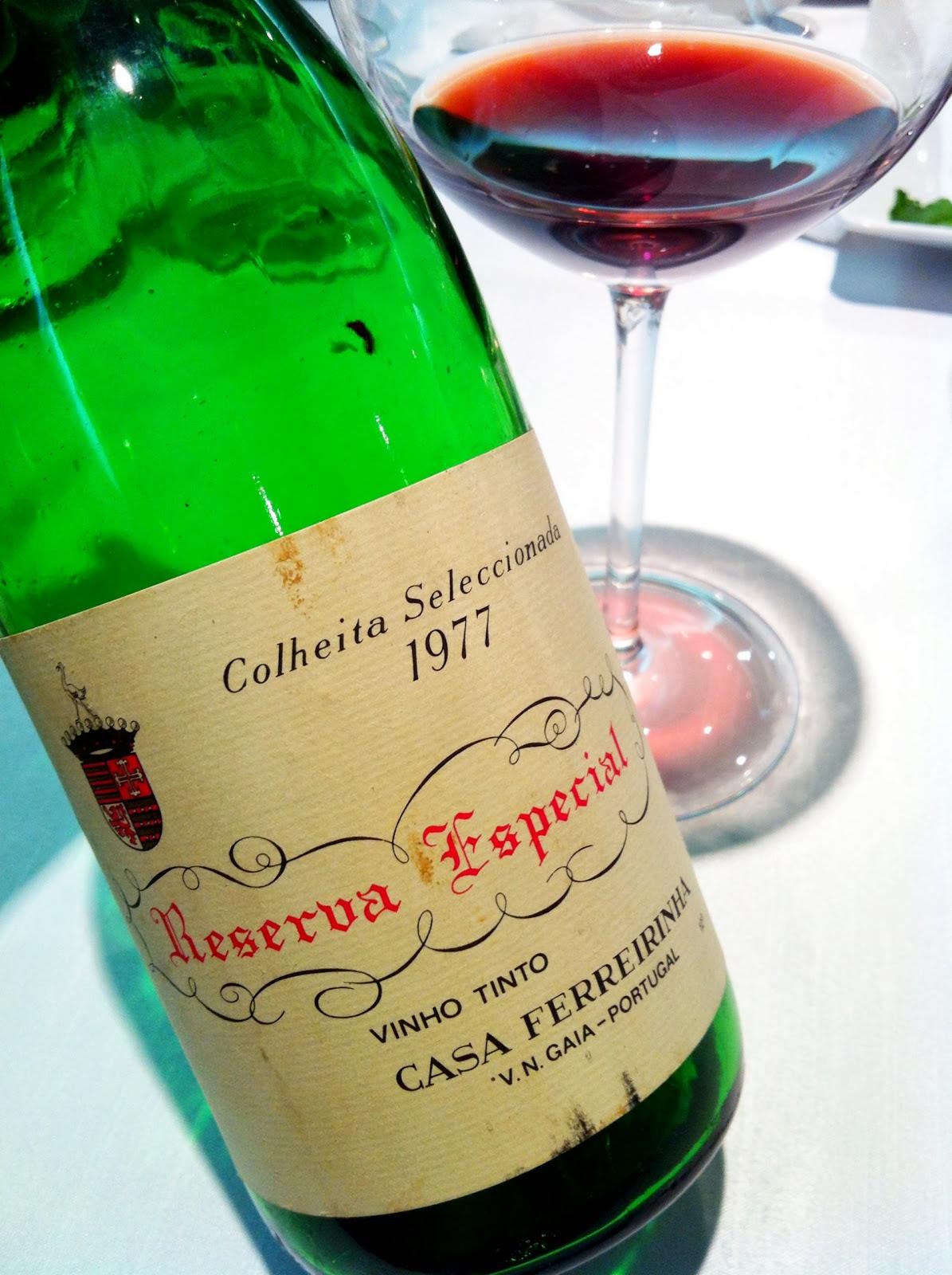 42f4265856e Um vinho certamente abalado pelo tempo, pela guarda e pela longa viagem,  mas ainda muito cativante.