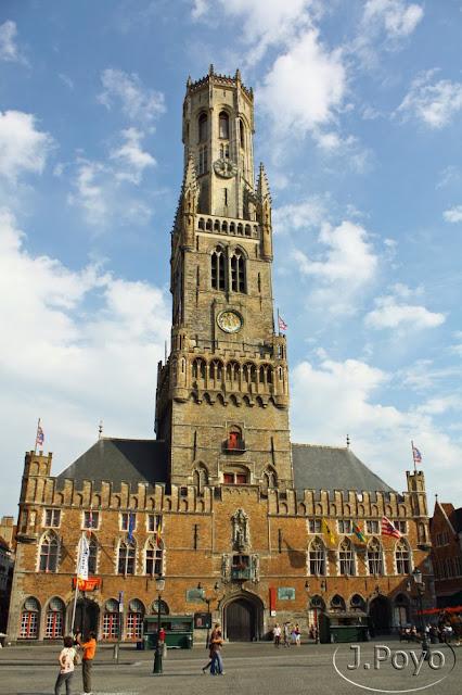 torre Belfort en la Grote Markt de Brujas