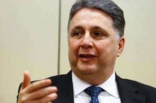 http://vnoticia.com.br/noticia/2326-ministro-do-tse-autoriza-garotinho-a-reassumir-comando-do-pr-no-rio