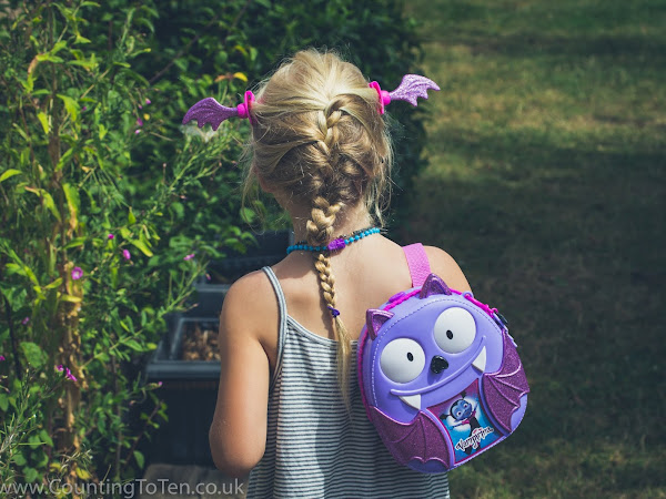 Vampirina Bootastic Backpack and Spooky Scooter Play Set Review
