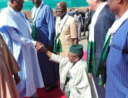 Governor El-Rufai Kneels Down To Greet Buhari (Photo)