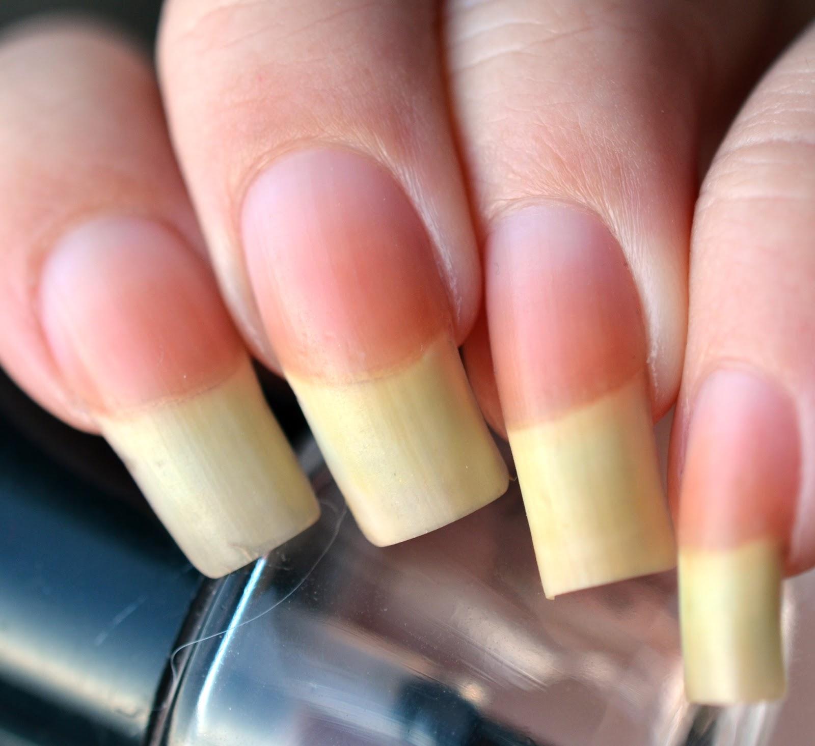 Lenas Sofa: Die Sache mit der Nagelpflege...