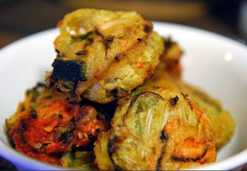 Delicious Spring Onion, Beansprouts, Carrot and Prawn Fritters