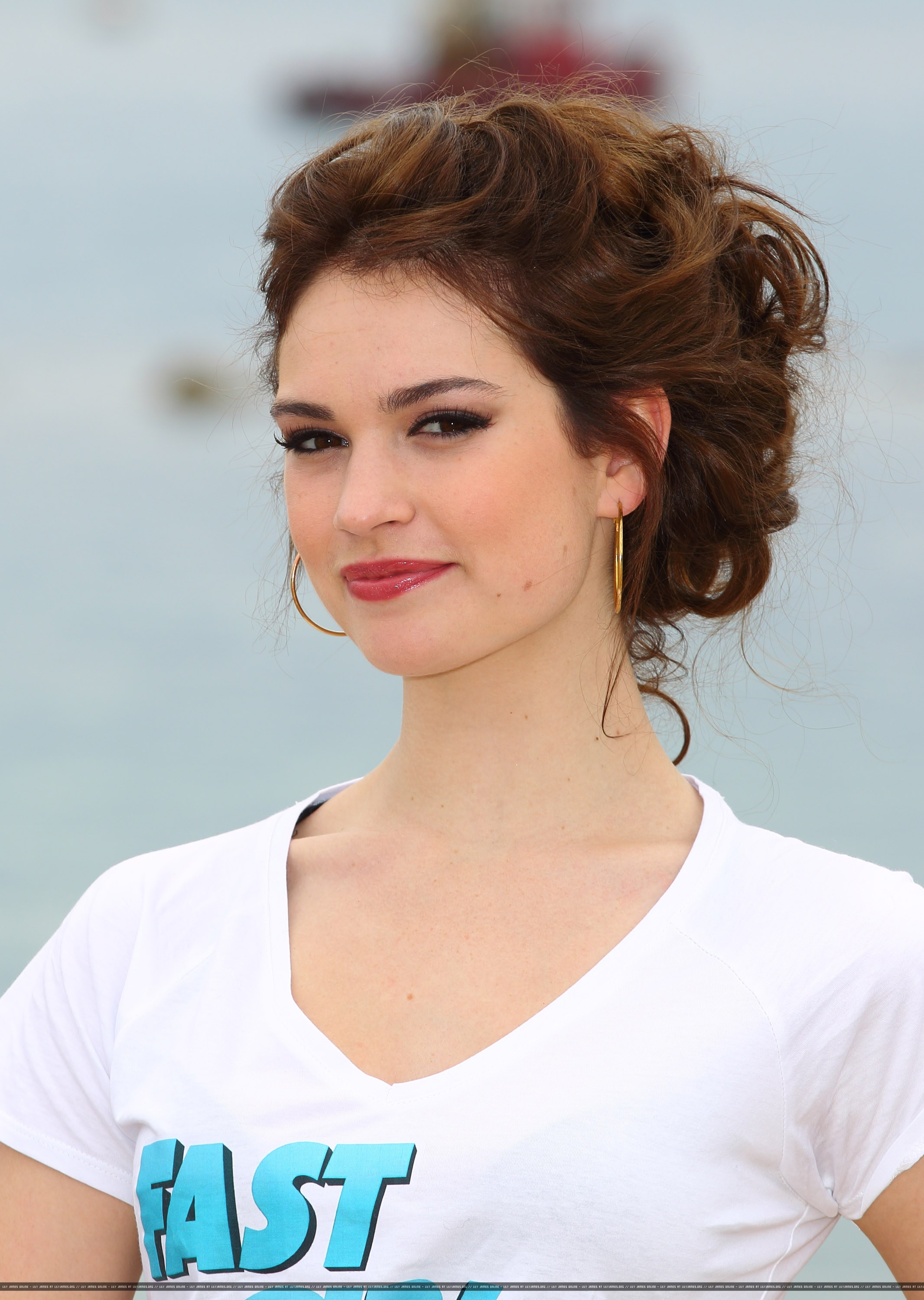 Lily James pictures ga...