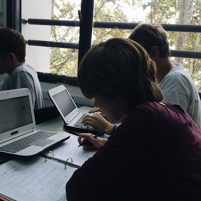 Tips para estudiar mejor. Alumnos haciendo apuntes en clase