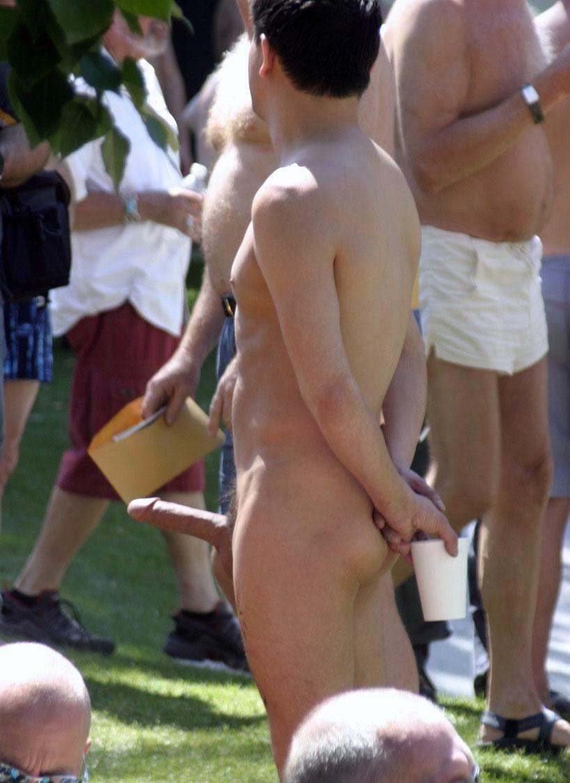 Фото в у публичных местах стояк нудистов