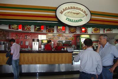 Praça de alimentação do aeroporto de Viracopos.