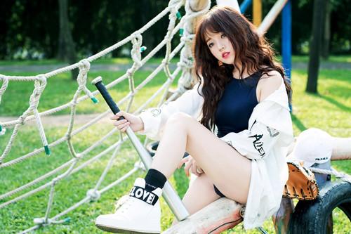 Những nữ streamer quyến rũ và đông fan nhất làng game Việt hiện nay, số 4 là người tai tiếng nhất