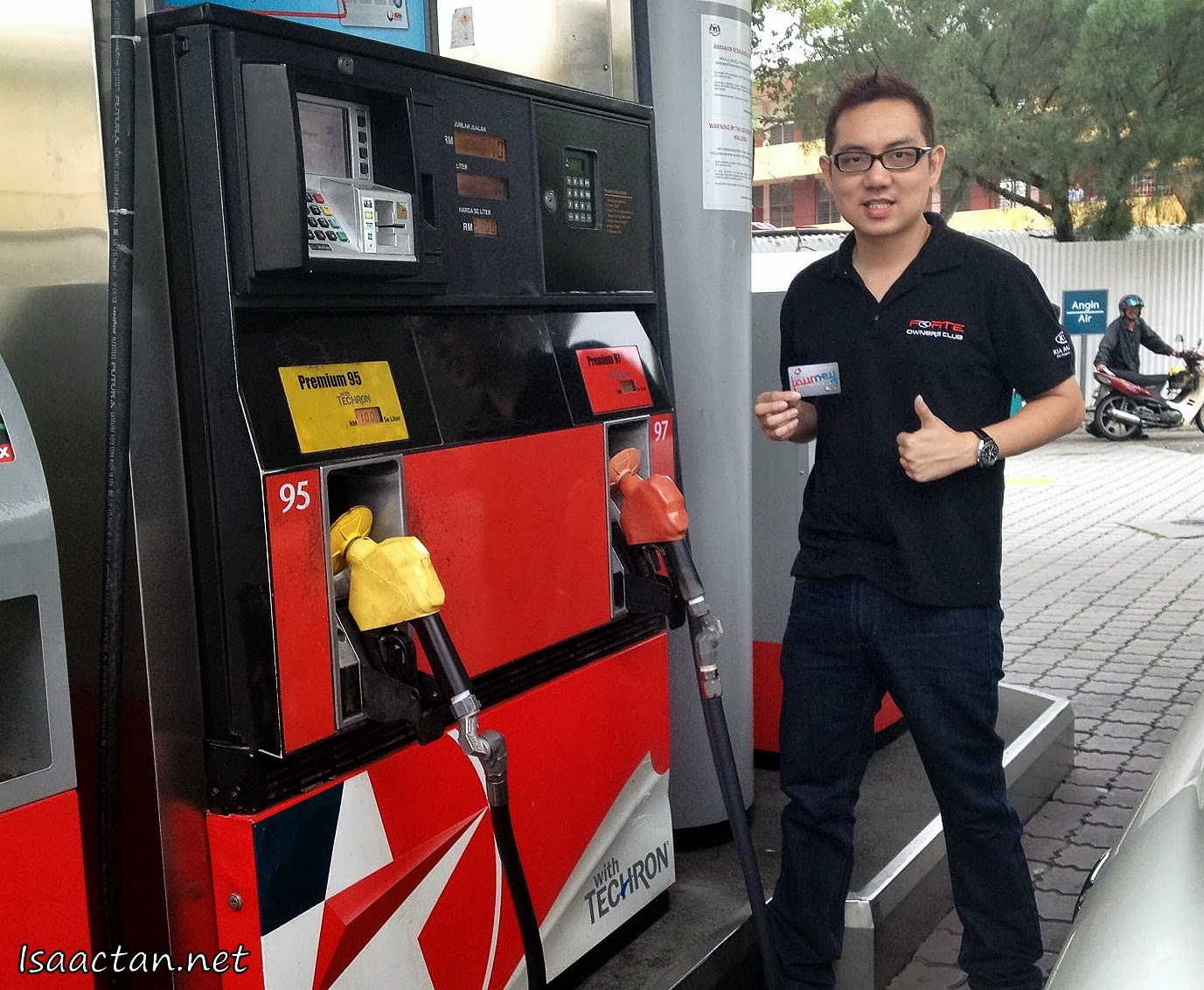 Just me having a quick shot with the JOURNEY Card in hand, pretty useful card to have when fuelling up at Caltex