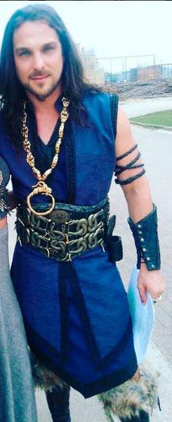 Marek (Igor Rickli), A terra prometida, figurino azul do rei de jericó