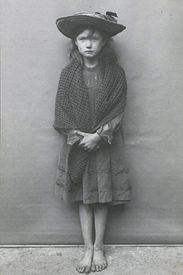 https://www.theguardian.com/artanddesign/gallery/2014/oct/25/spitalfields-nippers-londons-poorest-children-in-the-early-1900s-in-pictures