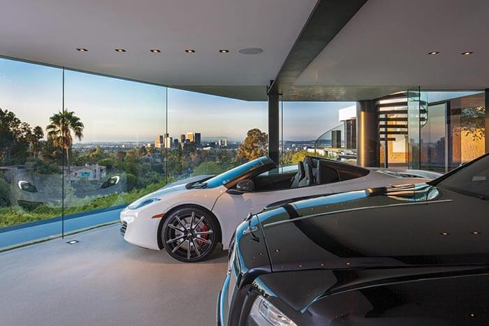 dünyanın en güzel evinin arabaları