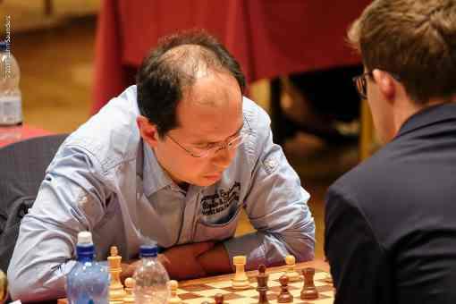 Ronde 4, l'Ouzbek Rustam Kasimdzhanov (2676) a résisté aux assauts du champion du monde d'échecs en titre Magnus Carlsen (2827) pour lui arracher le demi-point en finale de Tours et pions - Photo © John Saunders