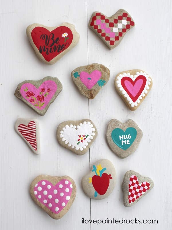 Easy rock painting ideas for Valentine's Day! Step by step instructions for 11 different ways to paint rocks for Valentine's Day. #ilovepaintedrocks #rockpainting #paintedrocks #valentinescraft #easycraft #kidscraft #rockpaintingideas
