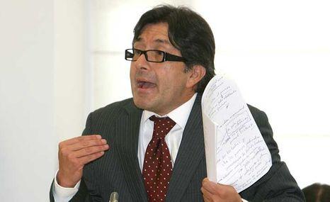 César Montúfar denunció al abogado de Rafael Correa