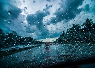 Μεταβολή του καιρού με βροχές και καταιγίδες, που κατά τόπους θα συνοδεύονται από χαλαζοπτώσεις και ισχυρούς ανέμους
