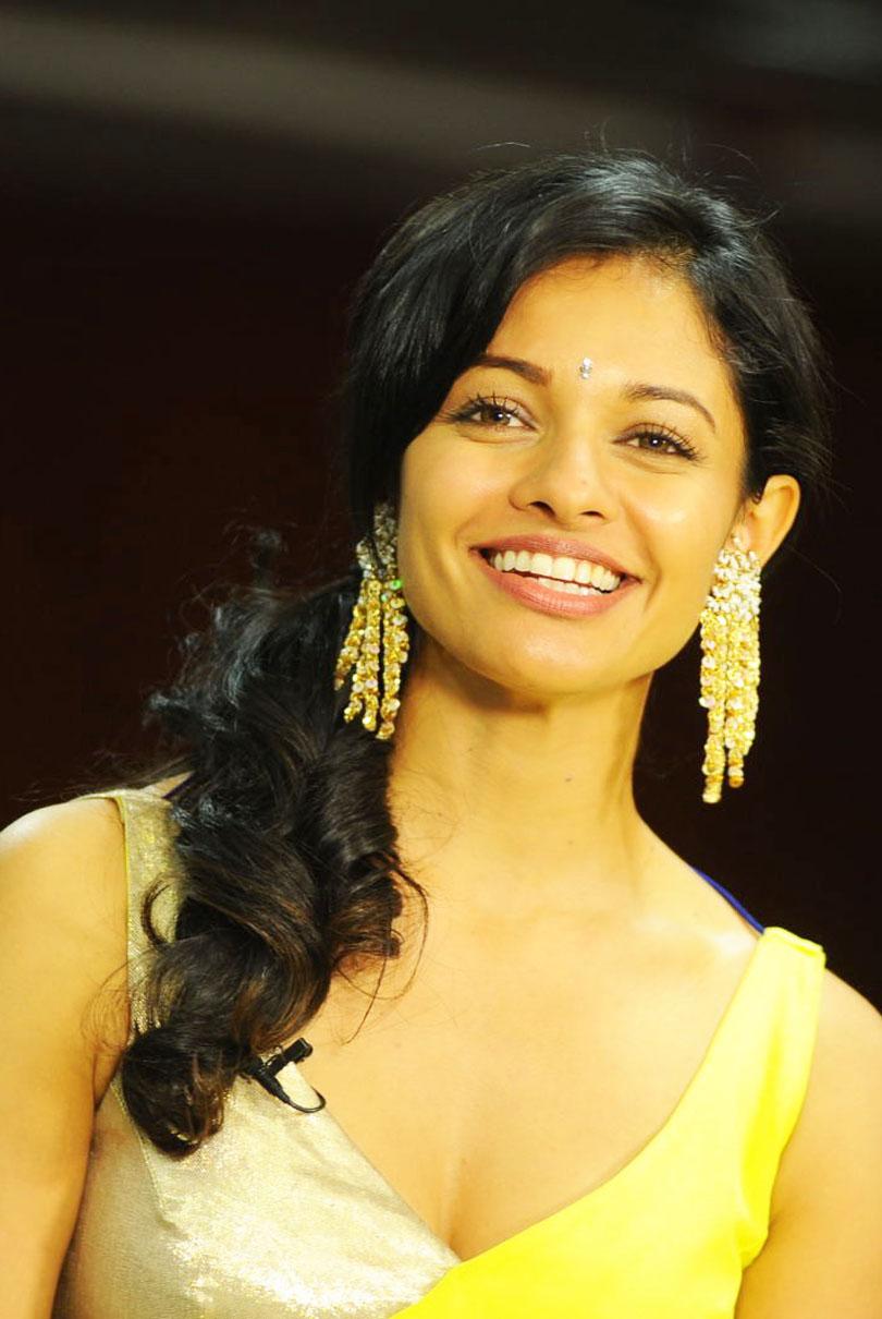 INDIAN ACTRESS: Bollywood, Kollywood actress Pooja Kumar