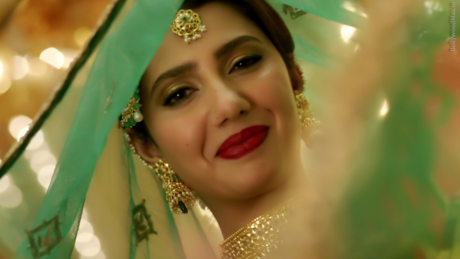 Mahira Khan - Raees - Hot Pakistani Actress Picture And Images-9507