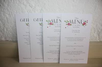 Menükarten Hochzeitstafel mit bunten Sommerblumen -  Seehaus am Riessersee, Riessersee Hotel Garmisch-Partenkirchen, #Riessersee #Hochzeit #Garmisch #bunte Wiesenblumen #Riessersee Hotel #heiraten #Bergwiese #freie Trauung