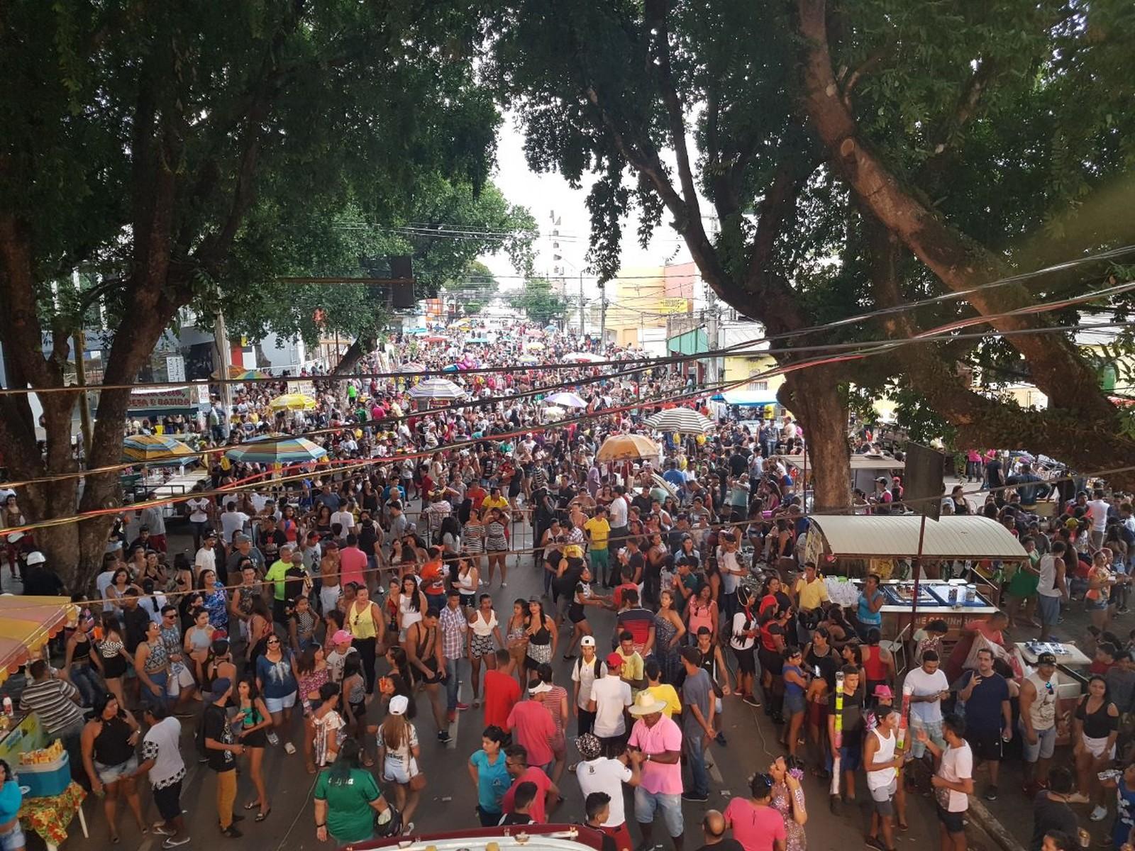 13ª Parada do Orgulho LGBT reúne milhares em Porto Velho, Rondônia