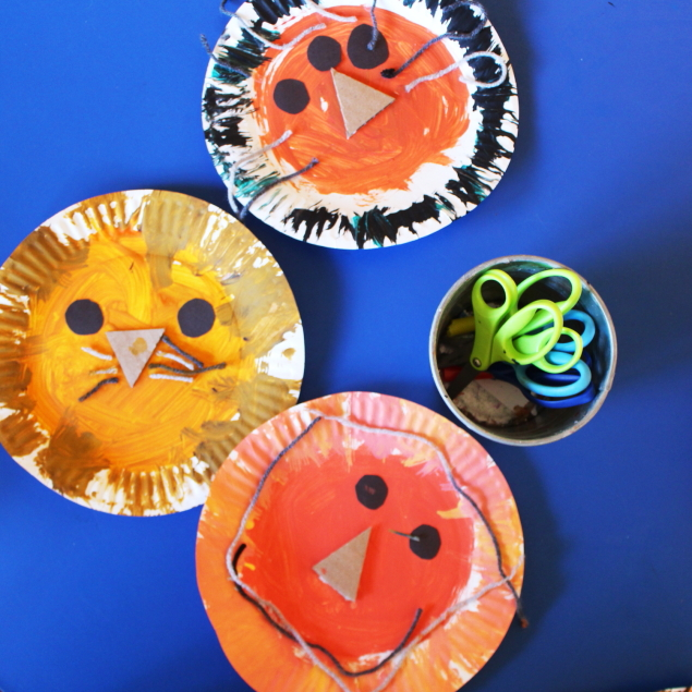 How cute are these lions? Our paper plate lions are a preschool craft project that gathers the kiddos into a group to work on skills such as cutting ... & scrumdilly-do!: paper plate lions