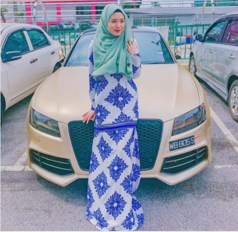 Muslimah Tercantik di Dunia - ayana di mobilnya