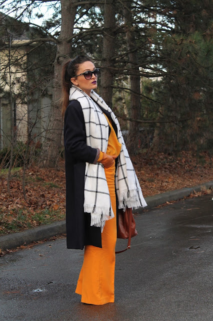 Wide pants, siroke pantalone, check scarf, black and white scarf, retro outfit, how to wear oversized coat, office appropriate outfit, how to wear check print, zara wide pants,