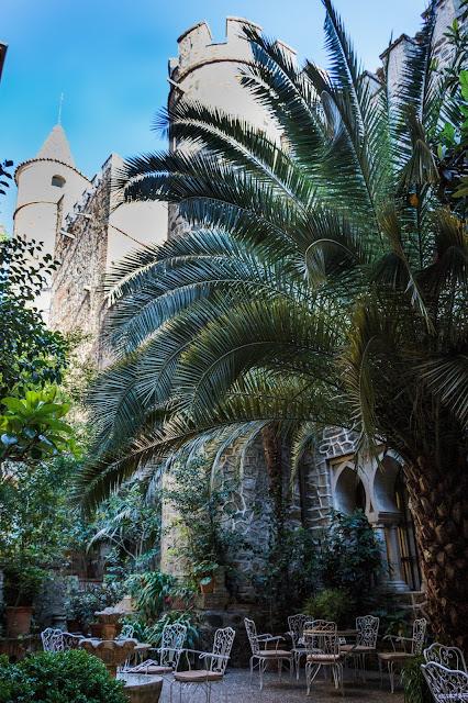 Guadalupe (IV). La Hospedería y su bello claustro gótico