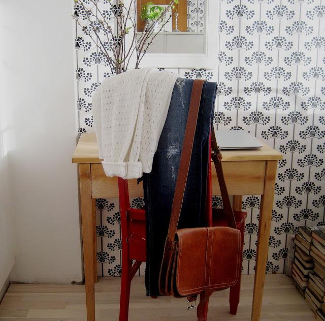 tuoli, vaatteet, laukku