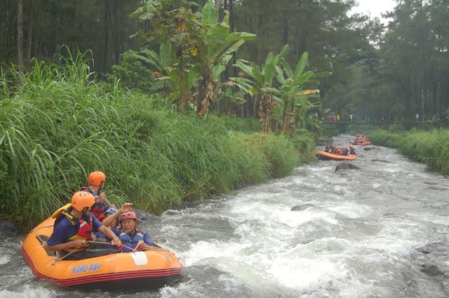 Rafting di Banyuwangi.