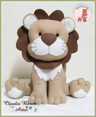 """alt=""""molde de leão em feltro"""""""