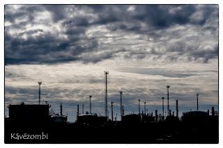 Algyői Mol-telep árnyképe egy felhős napon