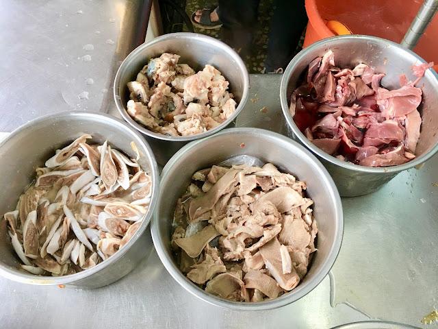 黑白切:豬肝、脆腸、脆骨、豬舌、豬皮、豬心、豬眼睛|工業區烏醋麵.土城