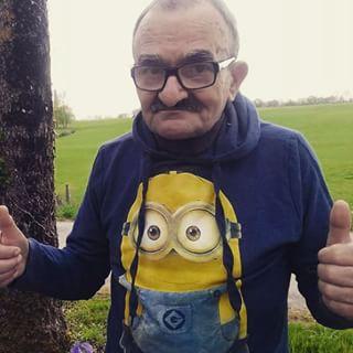 Abuelo fan de los minions
