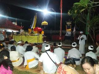 Umat Hindu Brigif Raider 9/Kostrad Gelar Piodalan Tumpek Wayang