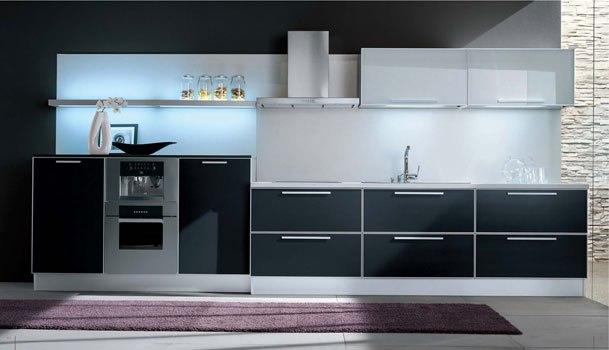 Cocinas lineales la combinaci n de colores cocinas con for Cocina 3 metros pared