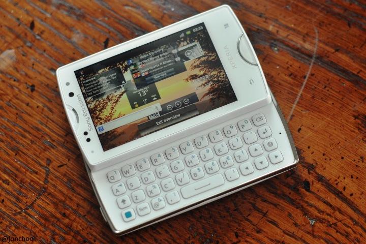 Sony Ericsson XPERIA mini and mini pro hands-onXperia Mini White