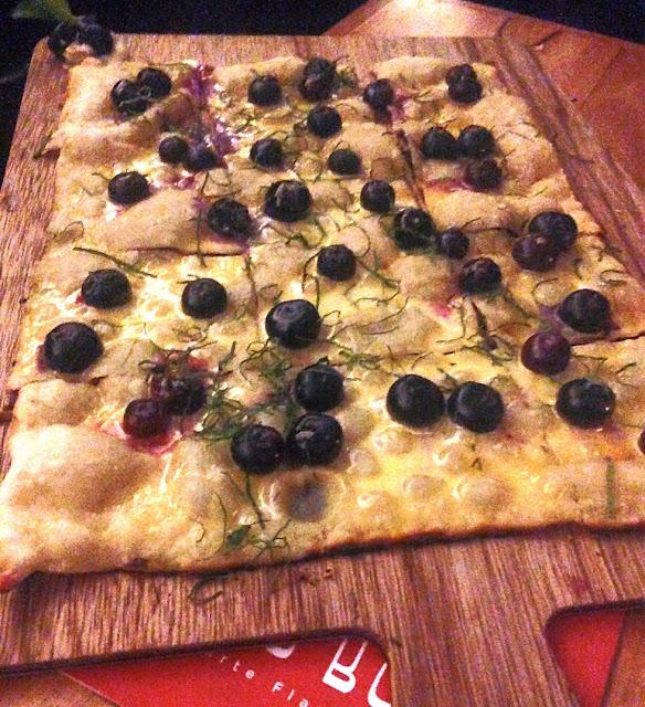 Resto Bobo, Windsor, blueberry smashee