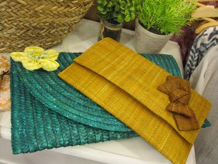 Carteras de rafia verde y amarilla ocre